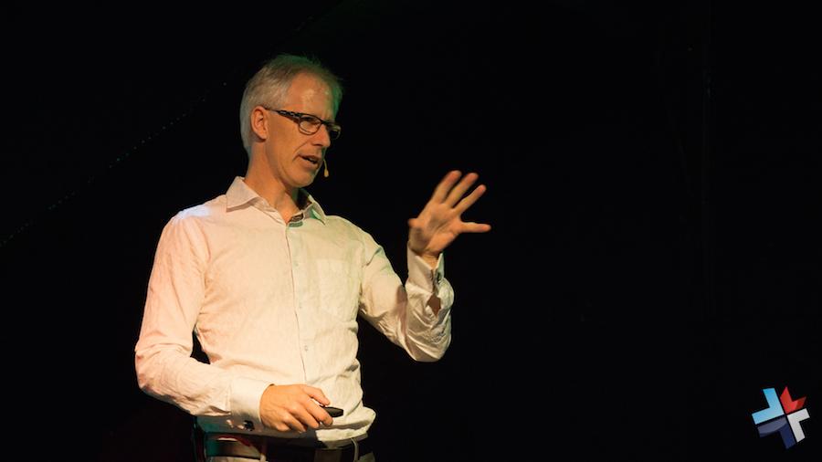 Denis François Gravel en conférence devant les Femmes Alpha