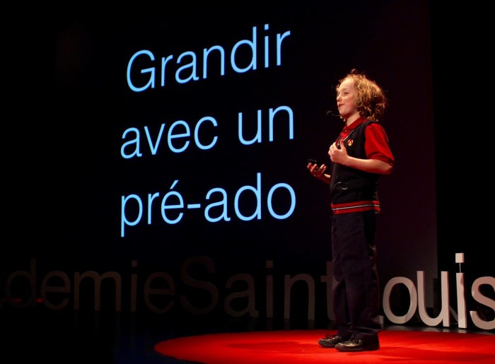 Photo de Joseph Boily sur la scène de TEDxAcadémieSaintLouis